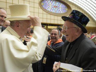 papa francesco e mago sales